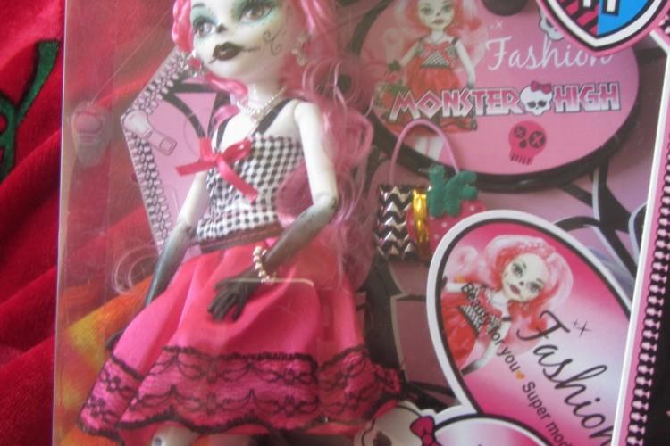 Фото мои вещи для кукол монстер хай
