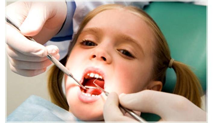 Как вырвать молочный зуб без боли ребенку в домашних условиях