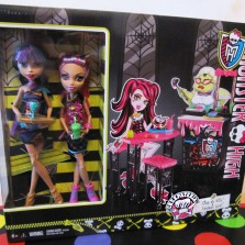 Набор Monster High Creepteria с куклами Cleo de Nile и Howleen Wolf
